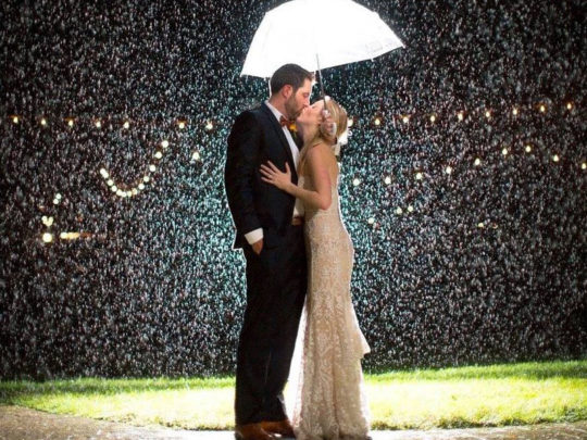 bride-&-groom-rain